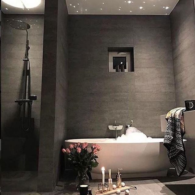 Villakildal Hat Ein Wunderschones Badezimmer Mehr Schone Badezimmer Mit Offenen Duschen Gibts Auf De Badezimmer Inspiration Schone Badezimmer Badezimmerideen