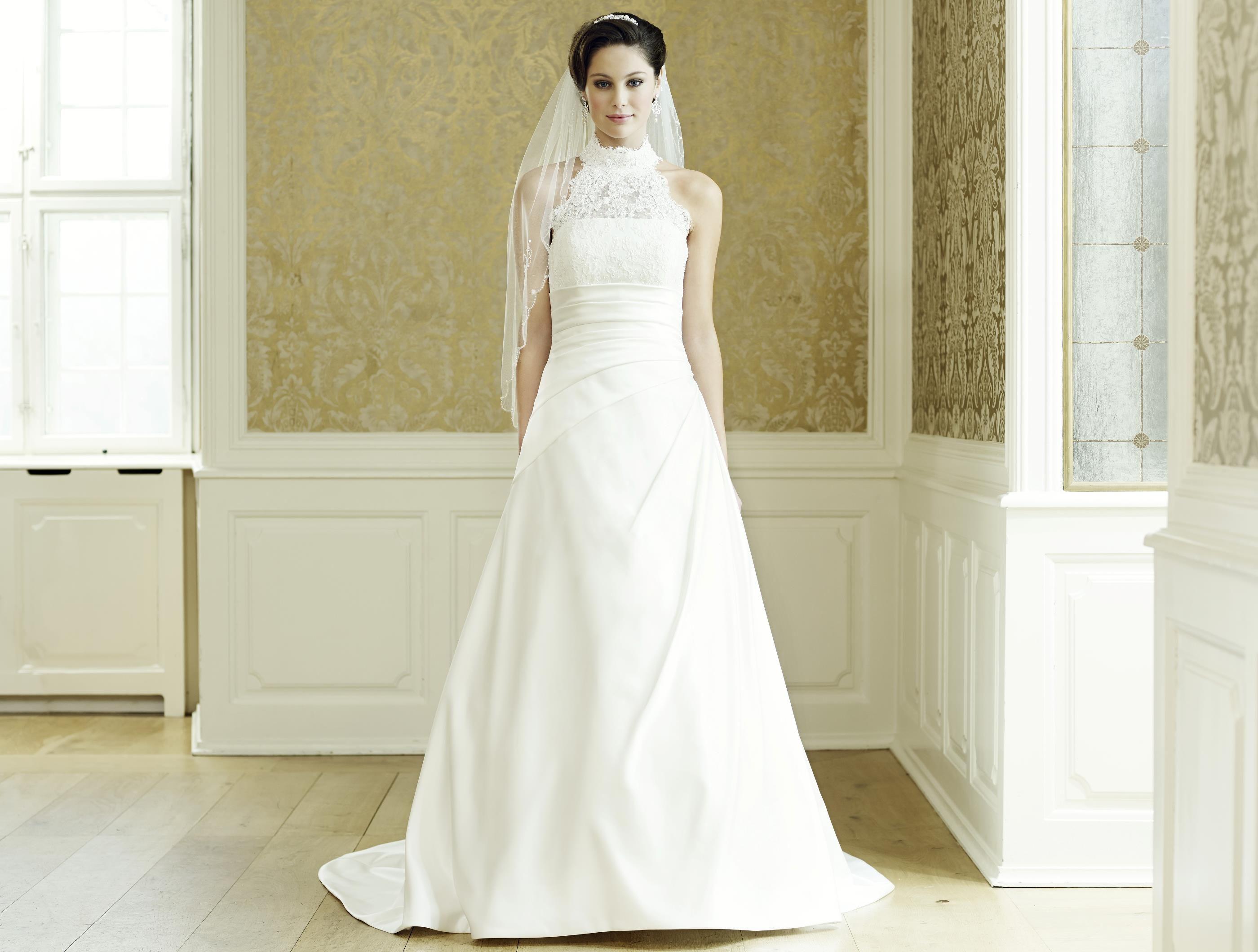 Satin-Hochzeitskleid in A-Linie und dem Bustier mit Turtleneck ...