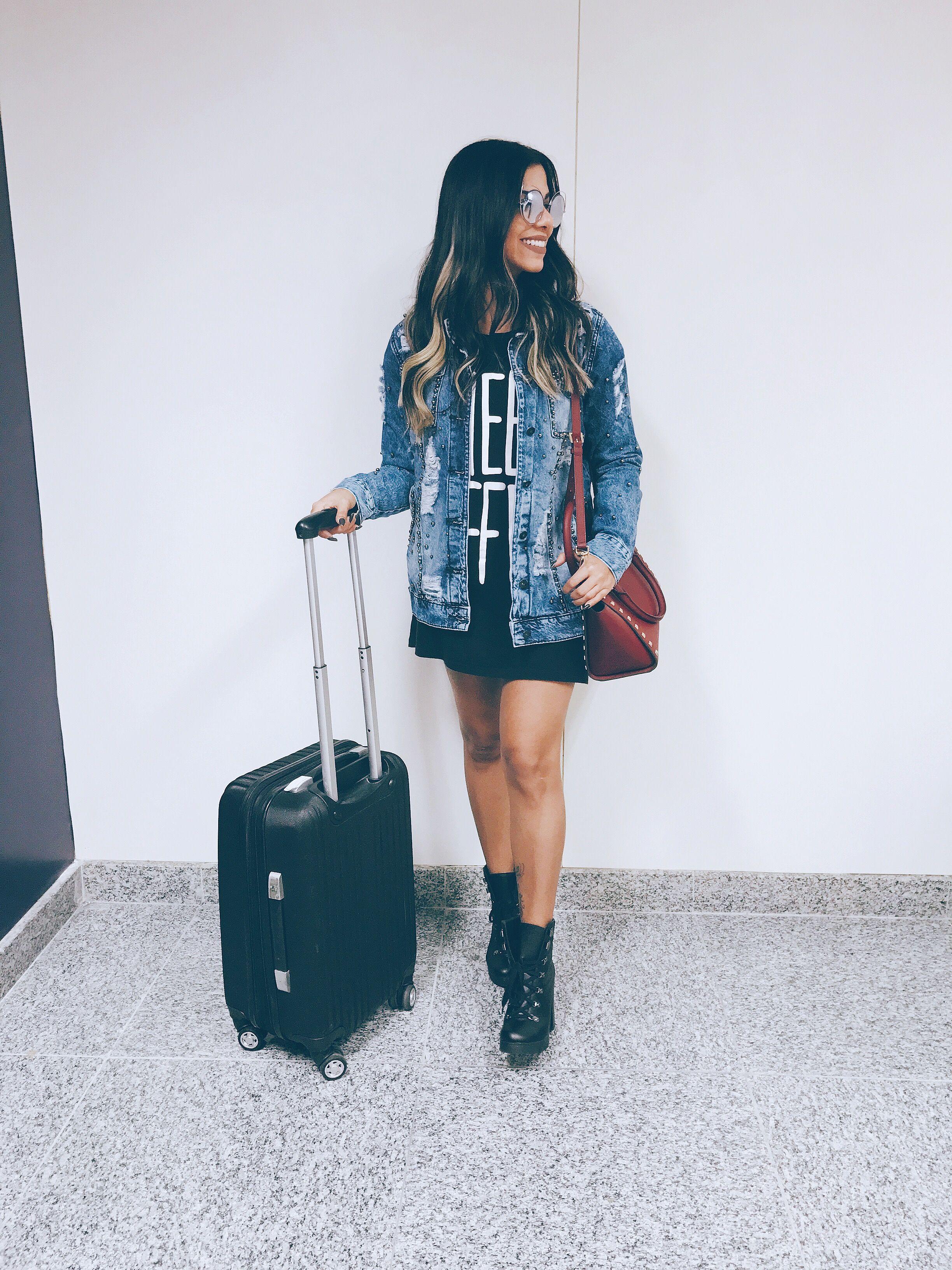 Look aeroporto aerolook. Jaqueta jeans + vestido e bota.  f30ff9ca014