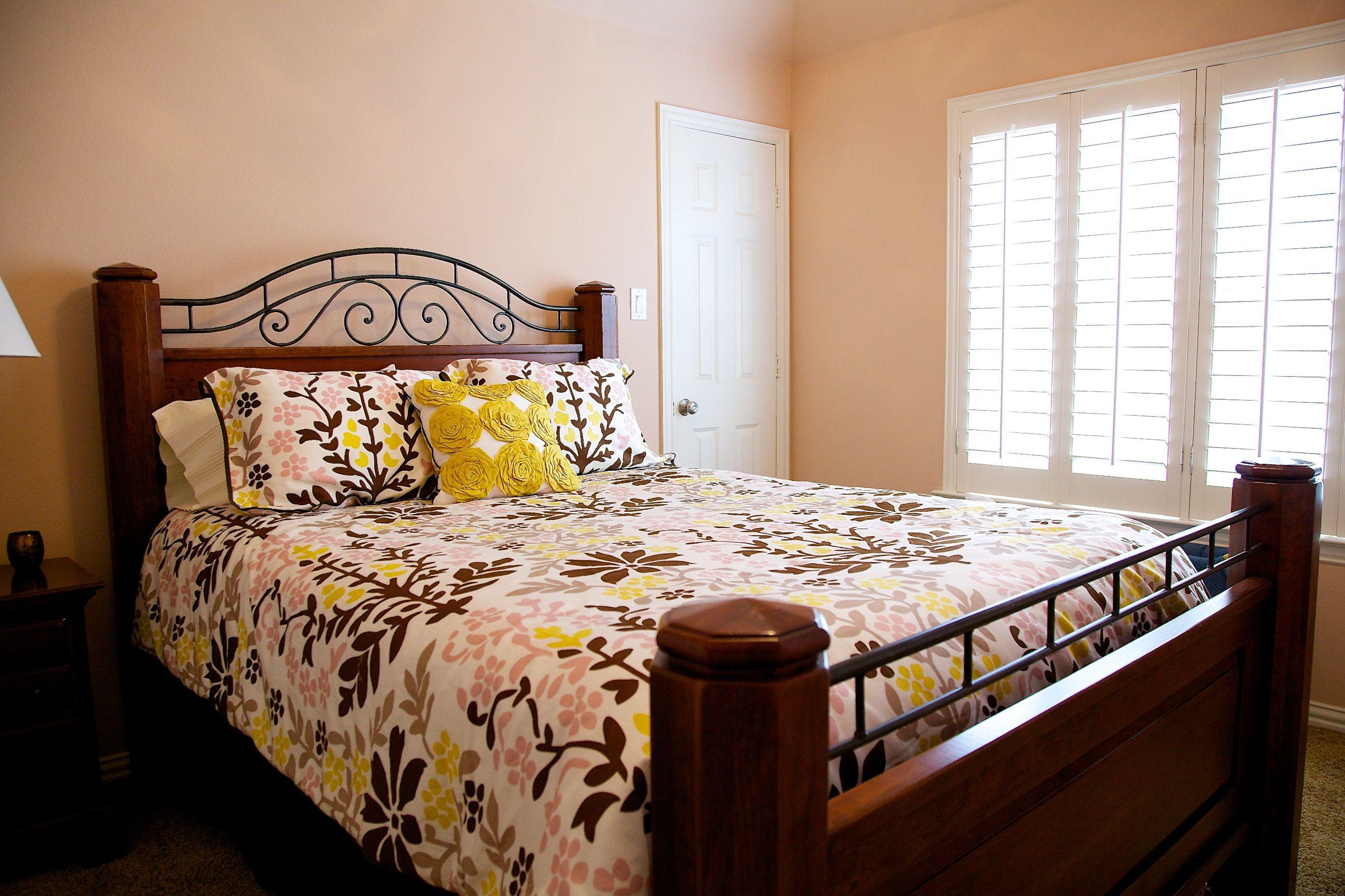Benjamin moore georgetown pink beige hc 56 love this - Beige paint colors for living room ...