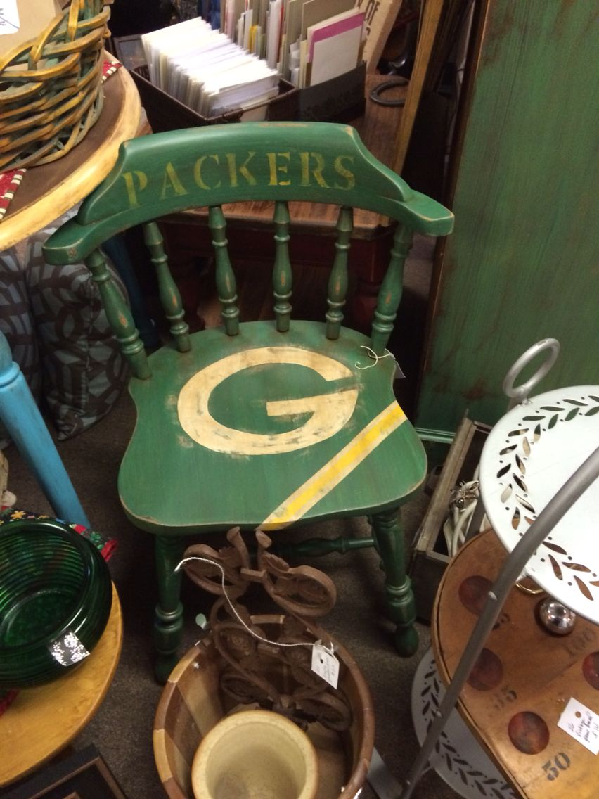 Vintage Chair Painted With Packer Logo Great For The Sports Themed Office Painted Chair Diy Decor Projects Vintage Chairs