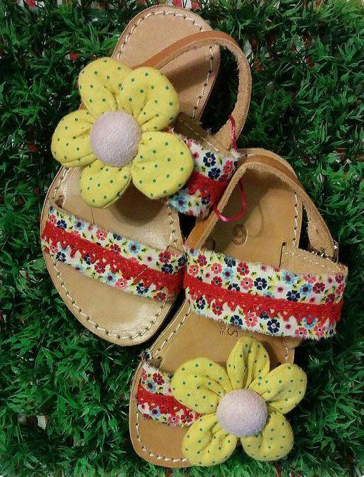 44f46fa8d12 OTINANAI: Δερμάτινο πέδιλο με χρώμα, λουλούδια και δαντέλα !...   ΔΕΡΜΑΤΙΝΑ  ΣΑΝΔΑΛΙΑ, ΣΑΓΙΟΝΑΡΕΣ, ΠΕΔΙΛΑ, ΠΛΑΤΦΟΡΜΕΣ in 2019   Shoes, Palm beach  sandals, ...
