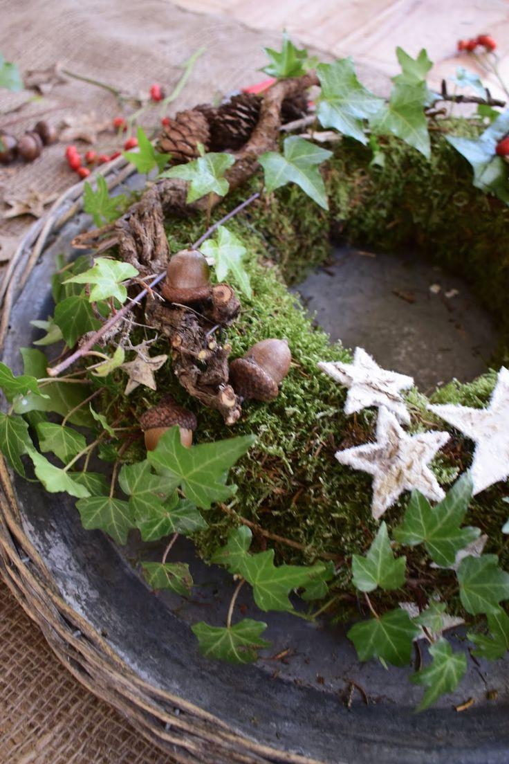 Photo of DIY Mooskranz für den Winter. Einfach selber machen mit Moos, Hagebutten, Efeu,…
