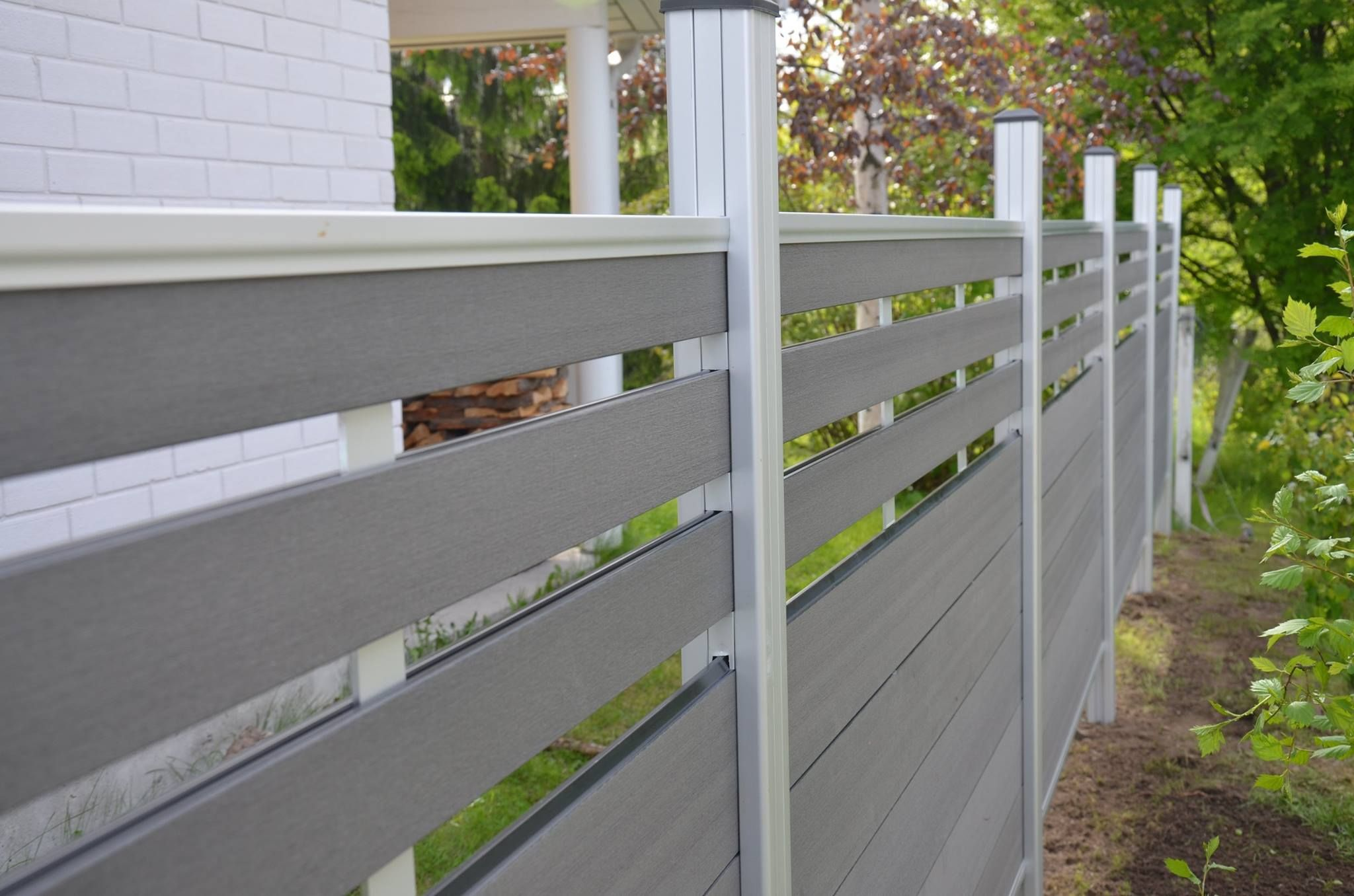 Roof terrace composite fence green architectural fence design pvc picket fence uk wood grain