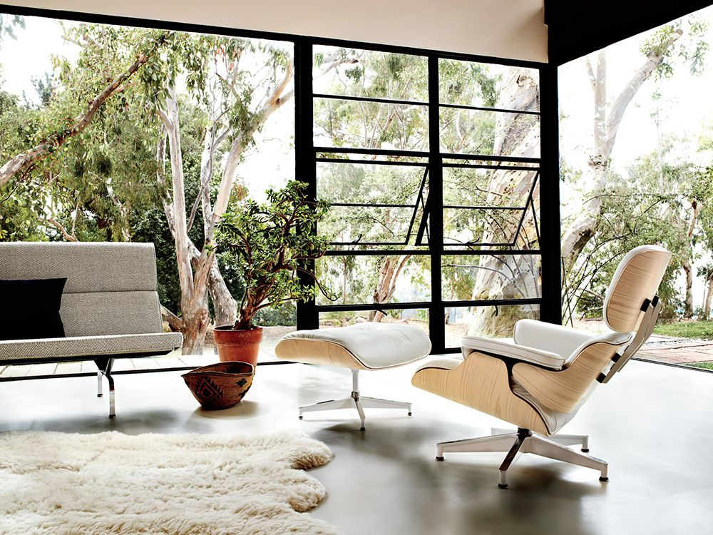 A timeless piece beloved by design enthusiasts around the world, the @hermanmiller Eames® Classic Lounge & Ottoman is a classic that will stand the test of time and will never go out of style. #hermanmiller #eames #livingedge