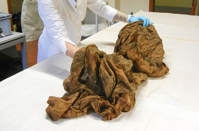 Exhuming the sarcophagus of Holy Roman Emperor Henry VII (1275-1313) reveals a crown, a scepter and a unique, 10-foot-long silk cloth.