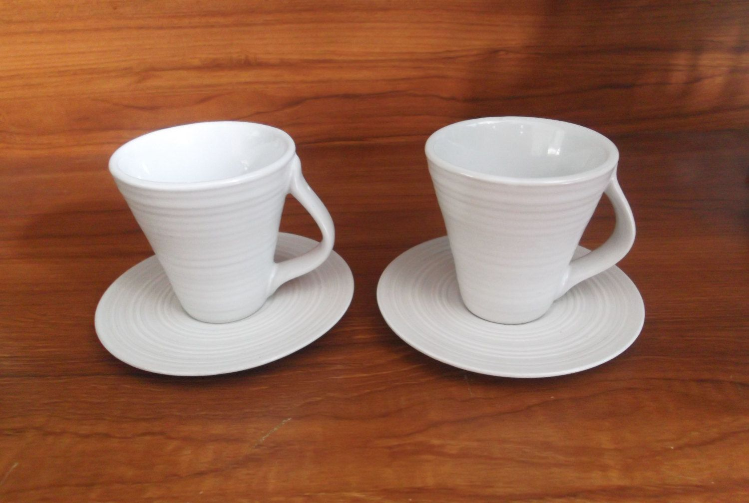 Not Defteri: 2 White espresso cups and saucers