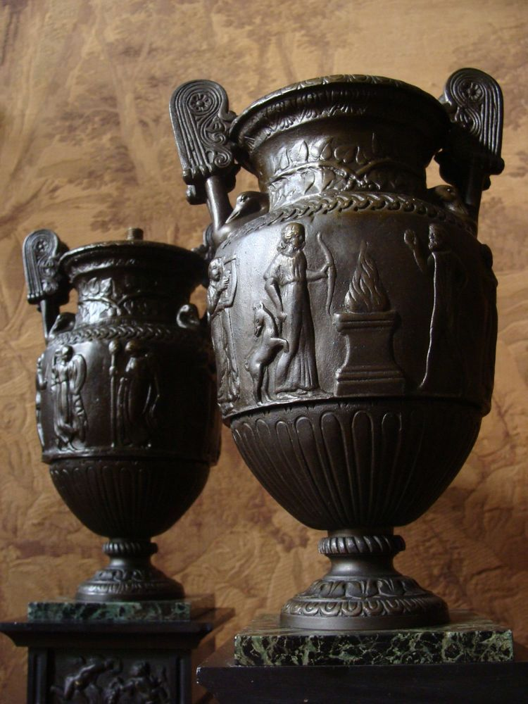 2 Krater Vasen Urne Bronze Klassizismus Lampen Beisteller Relief