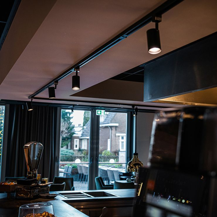 Modern railsysteem zwart met 5 Spot / Opbouwspot / Plafondspots 1-fase – Jeana Modern Binnenverlichting Lamp