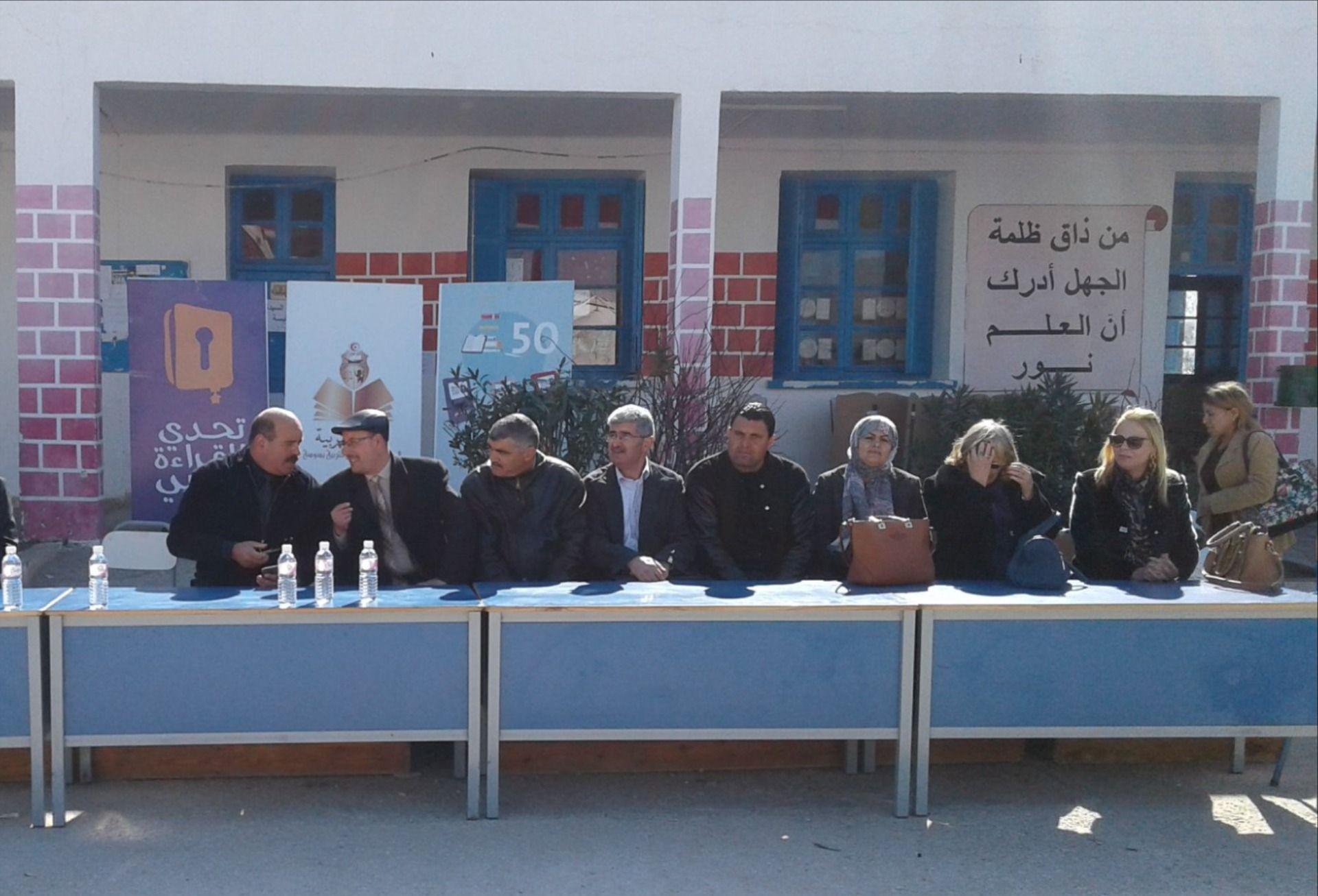 جدارية عبارات مدرسية من ذاق ظلمة الجهل أدرك أن العلم نور مصطفى نور الدين Graffiti Drawing Counseling Signs Wall Logo