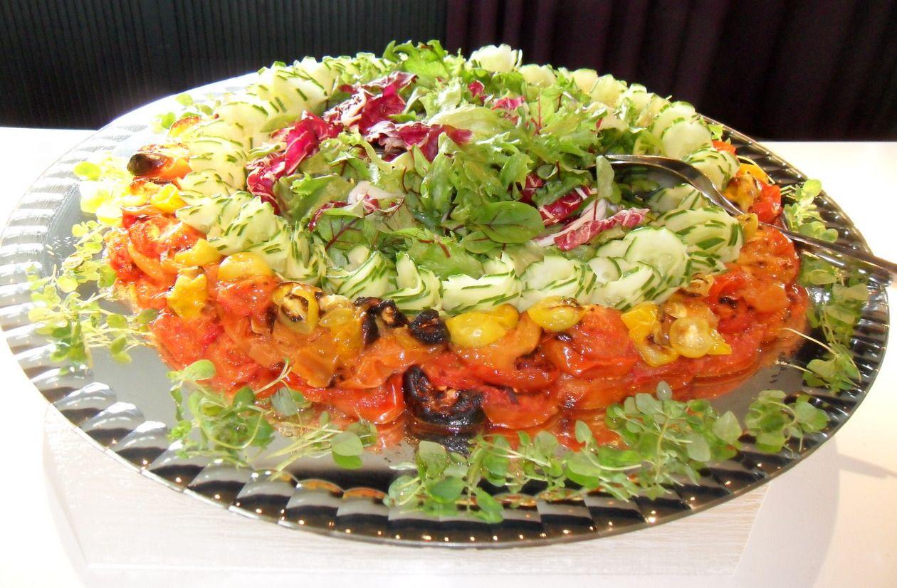 Salaattia peilivadilla.