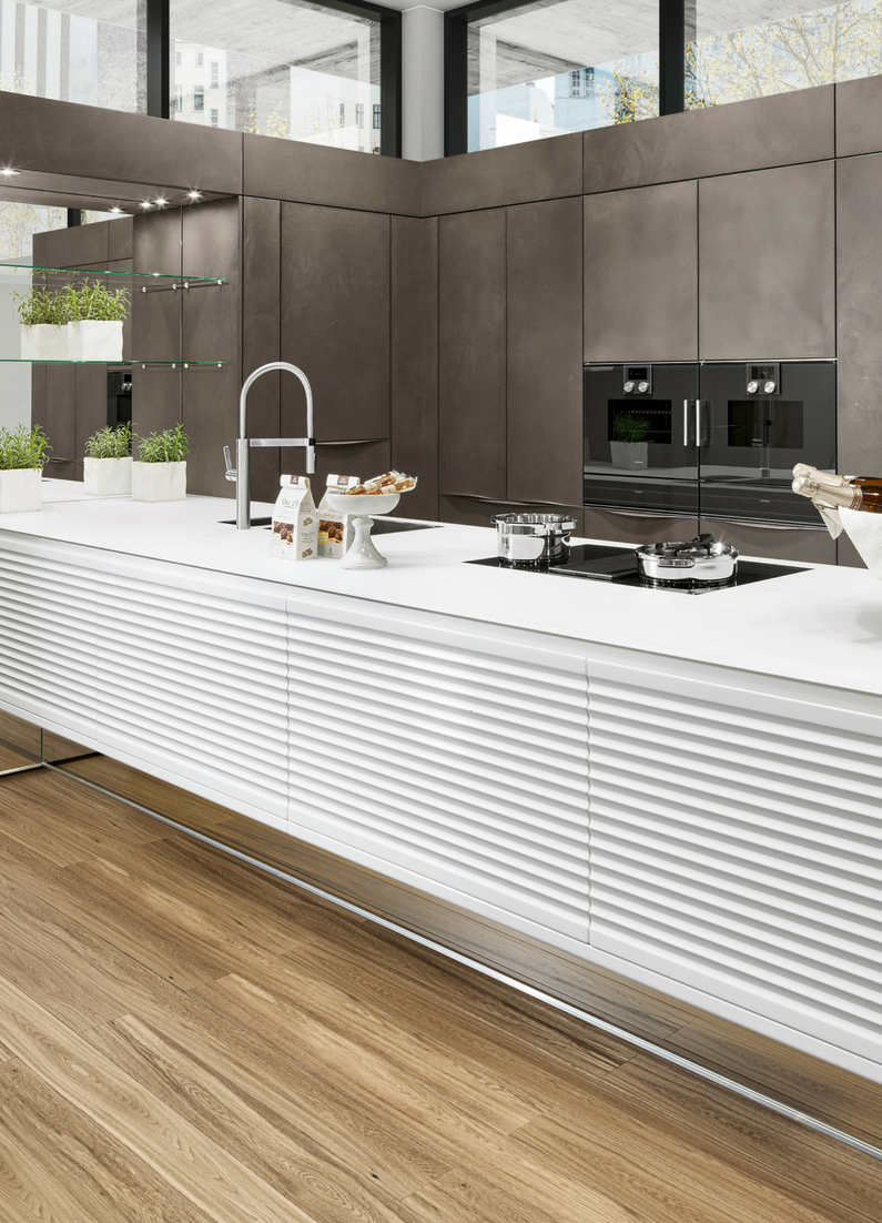 Küche, Weiß, Modern, Matt, Muster, Insel, Kochinsel, Kücheninsel, Struktur,  Beton, Design Küche, Betonküche, Betonwand, Bild, Idee, Inspiration; ...
