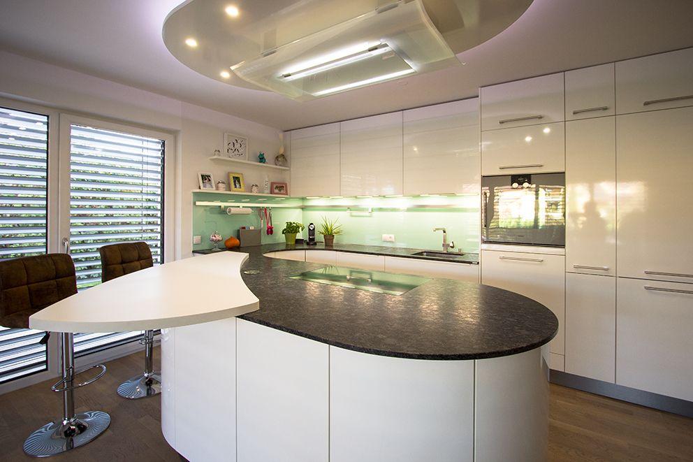 Runde Kochinsel weiß hochglänzend Planung und Fertigung - ideen für küchenwände