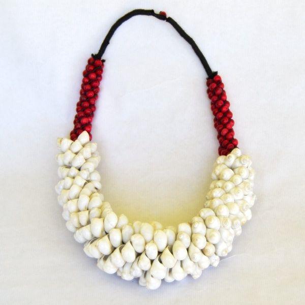 Precioso collar de www.laibajan.es Hecho por artesanos balineses, una maravilla