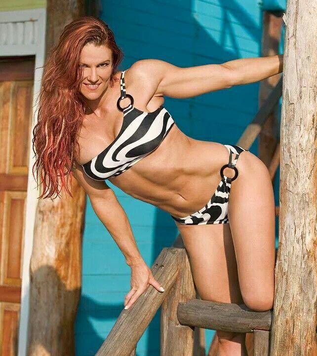 Amy bikini dumas in