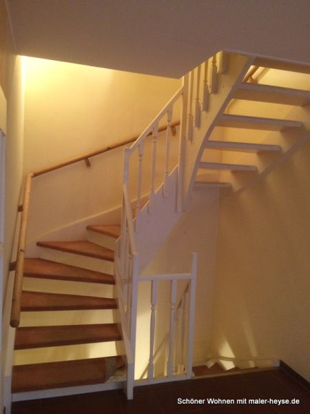 Alte Treppe wird neu aufgearbeitet - Weiß Seidenglänzend Auf der