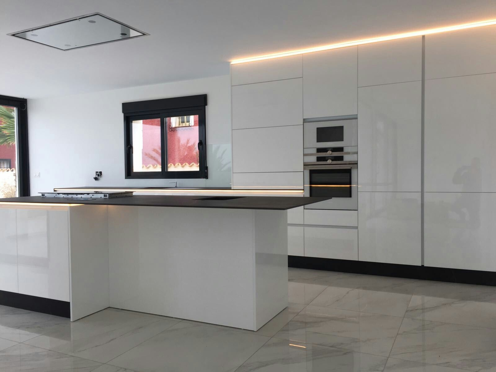 Grifflose Küche Ikea Fotos >> Wit Kookeiland Met Wit Blad Google ...