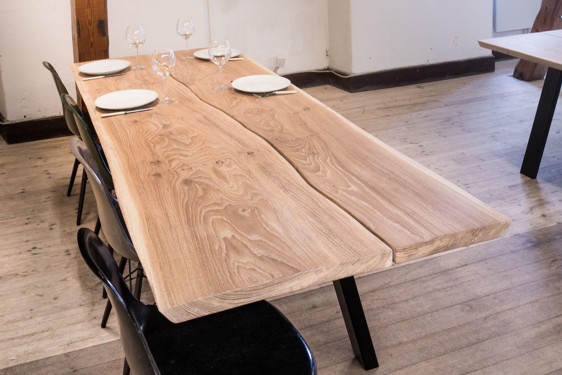 Rustikt sofabord af egetræs planke