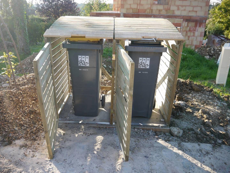 Poubelles En Palettes Recherche Google Backyard Storage Backyard Backyard Playset