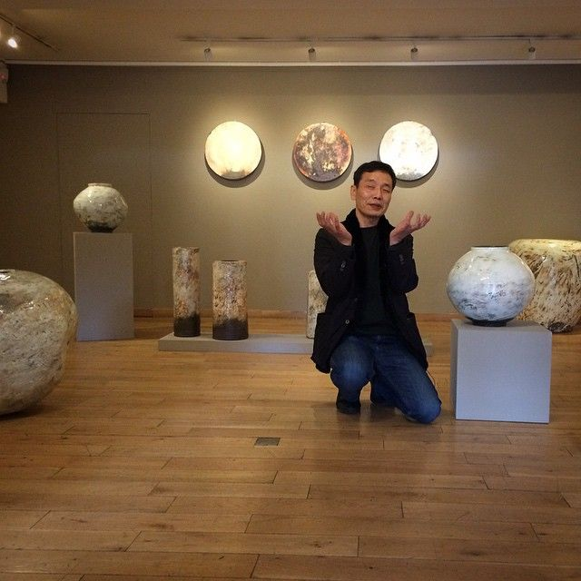 Delighted to have Lee Kang-hyo with us @goldmarkart ready for tomorrow's exhibition opening #leekanghyo #korean #ceramics #pots #potter #clay #goldmark #goldmarkgallery #puncheong #buncheong #onggi #gallery #exhibition