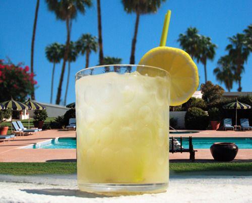 Muddled Lemonade 16 Oz Cup Ice 1 Muddled Lemon About 4 Lemon Slices 2 Oz Citrus Vodka 2 Oz Fresh Squeezed Citrus Vodka Lemon Shake Up Lemon Smoothie