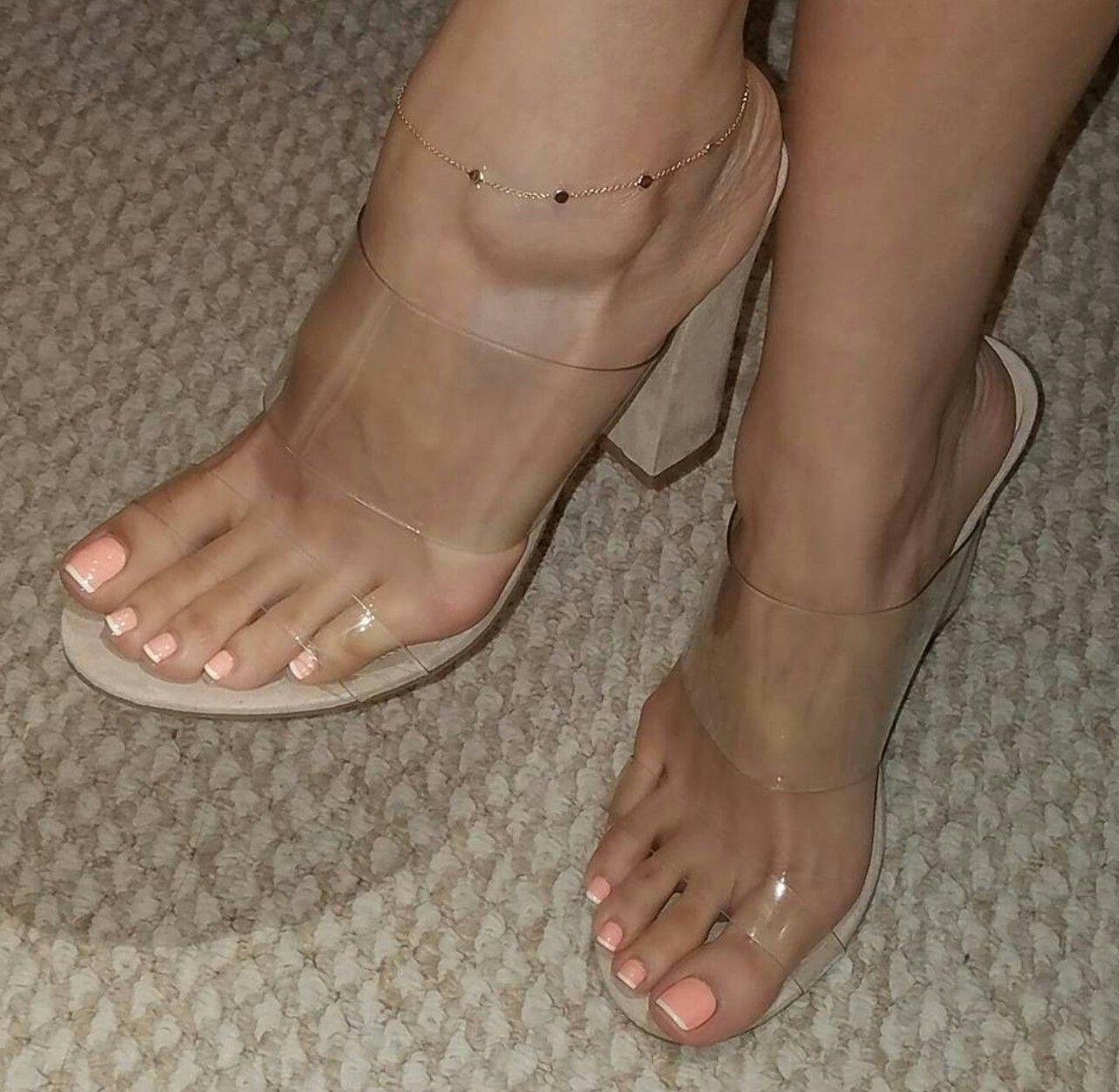breite sexy Füße