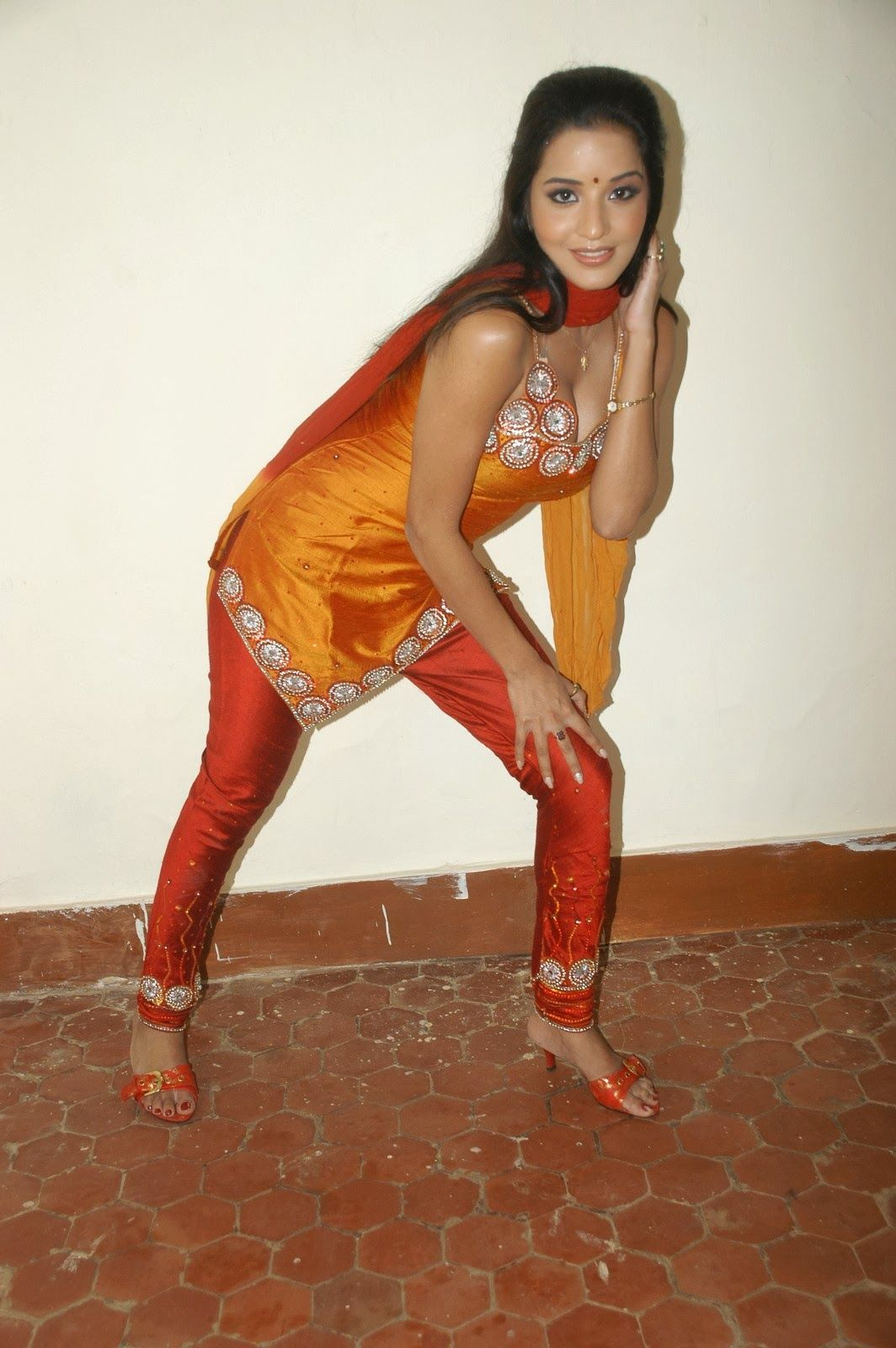 mask heroin nude hot bhojpuri actress monalisa photo