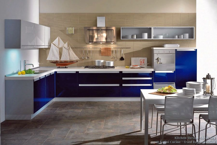 Idea Of The Day A Modern Italian Kitchen With Navy Blue Cabinets And White Countertops By Latini Cucine