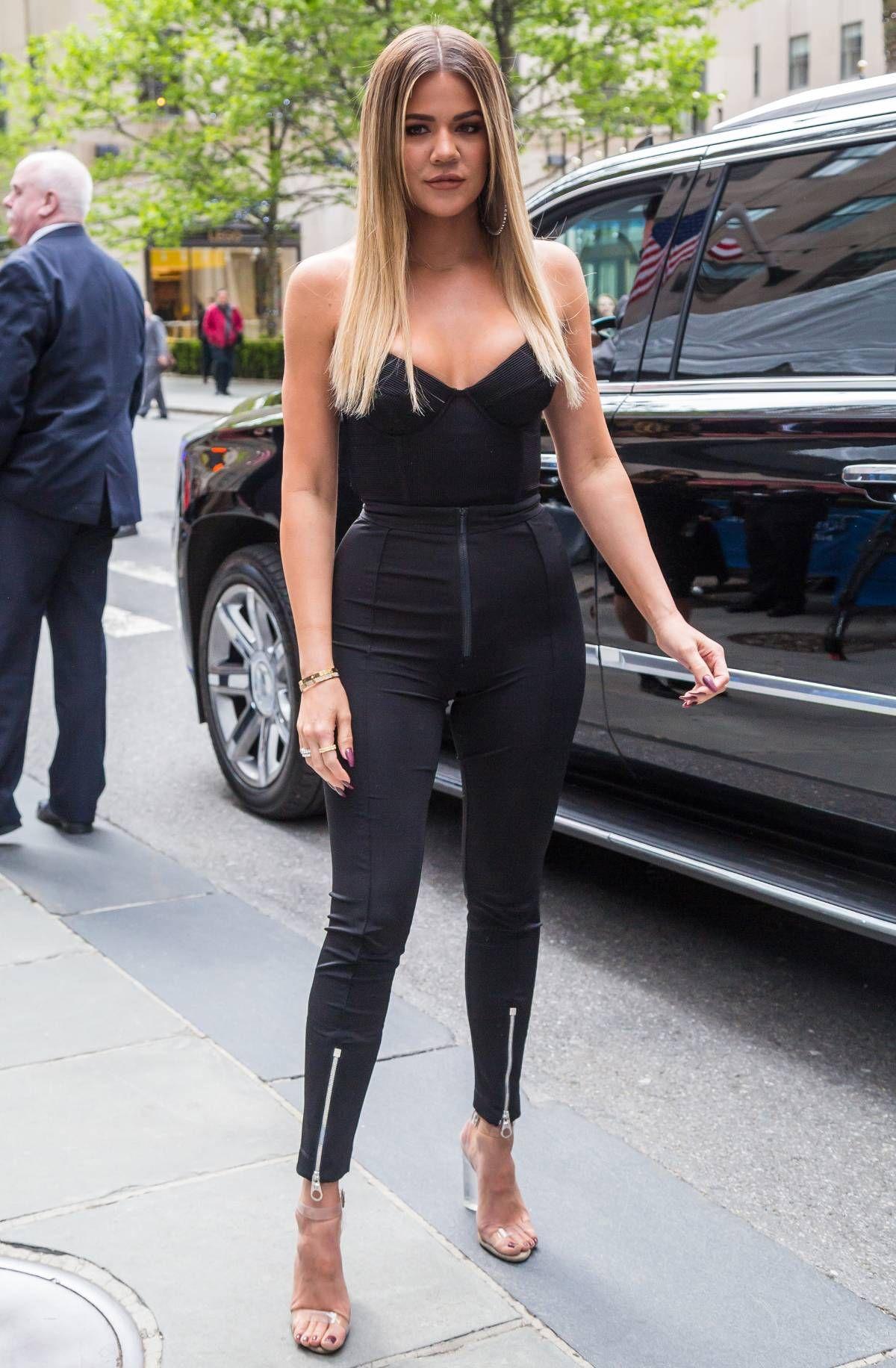 Admit It You Ve Googled The Kardashians Heights Before Khloe Kardashian Celebrity Style Inspiration Celebrity Street Style
