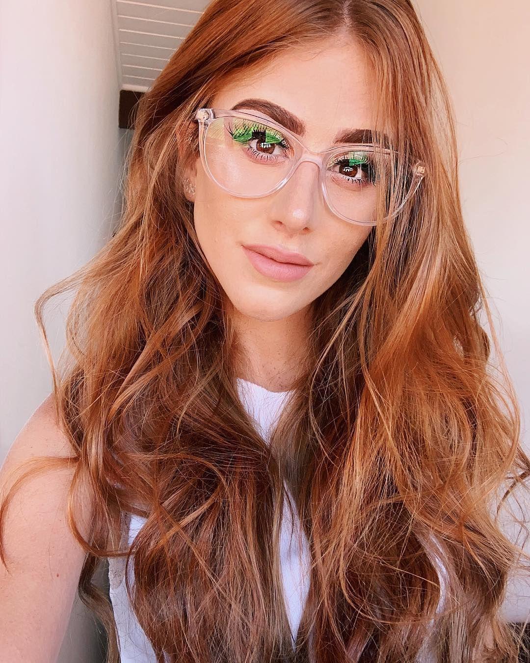 A Imagem Pode Conter 1 Pessoa Sorrindo Oculos E Close Up