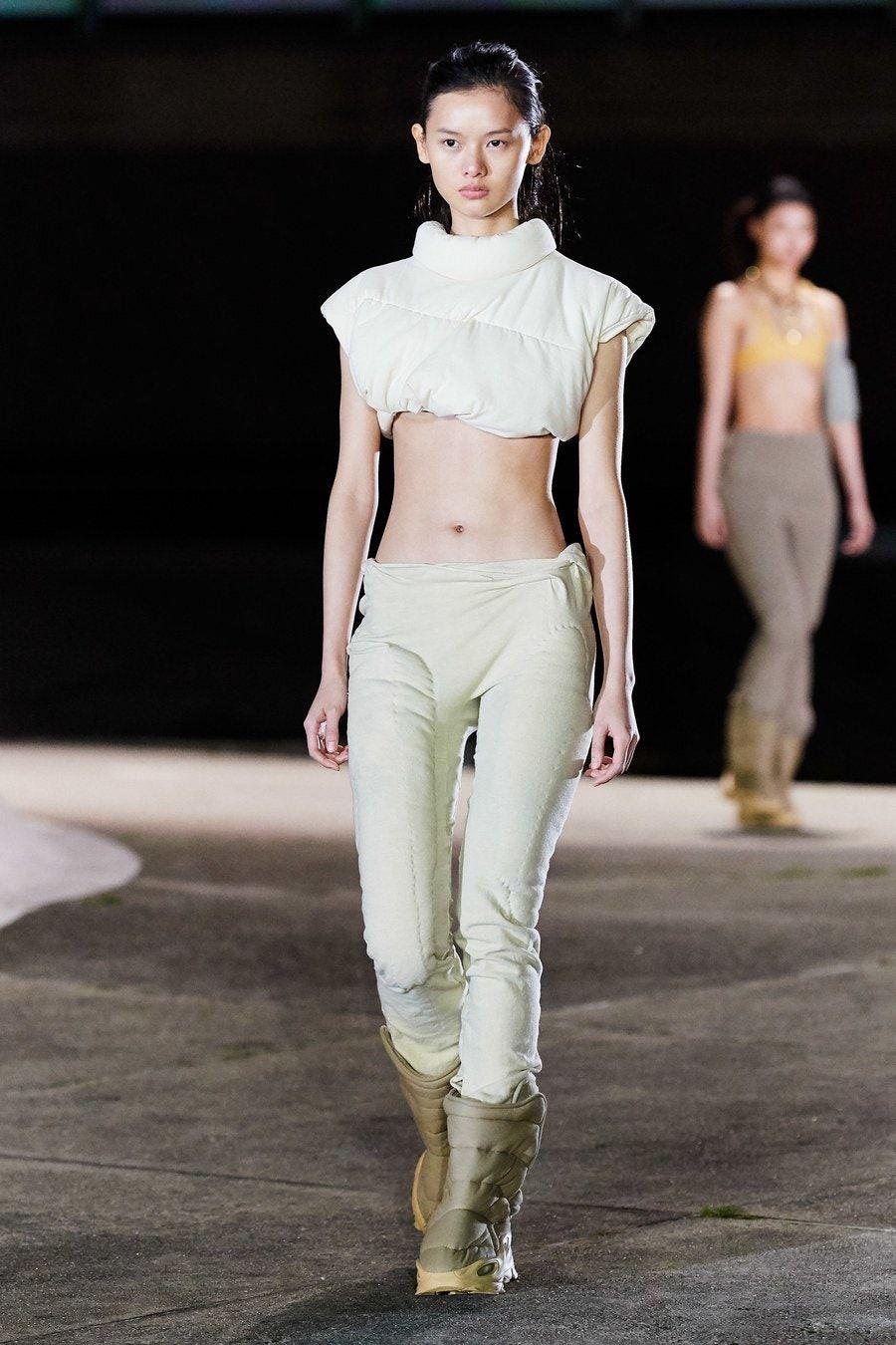 Yeezy Fall 2020 Ready To Wear Fashion Show In 2020 Fashion Week Crowd Fashion Ready To Wear