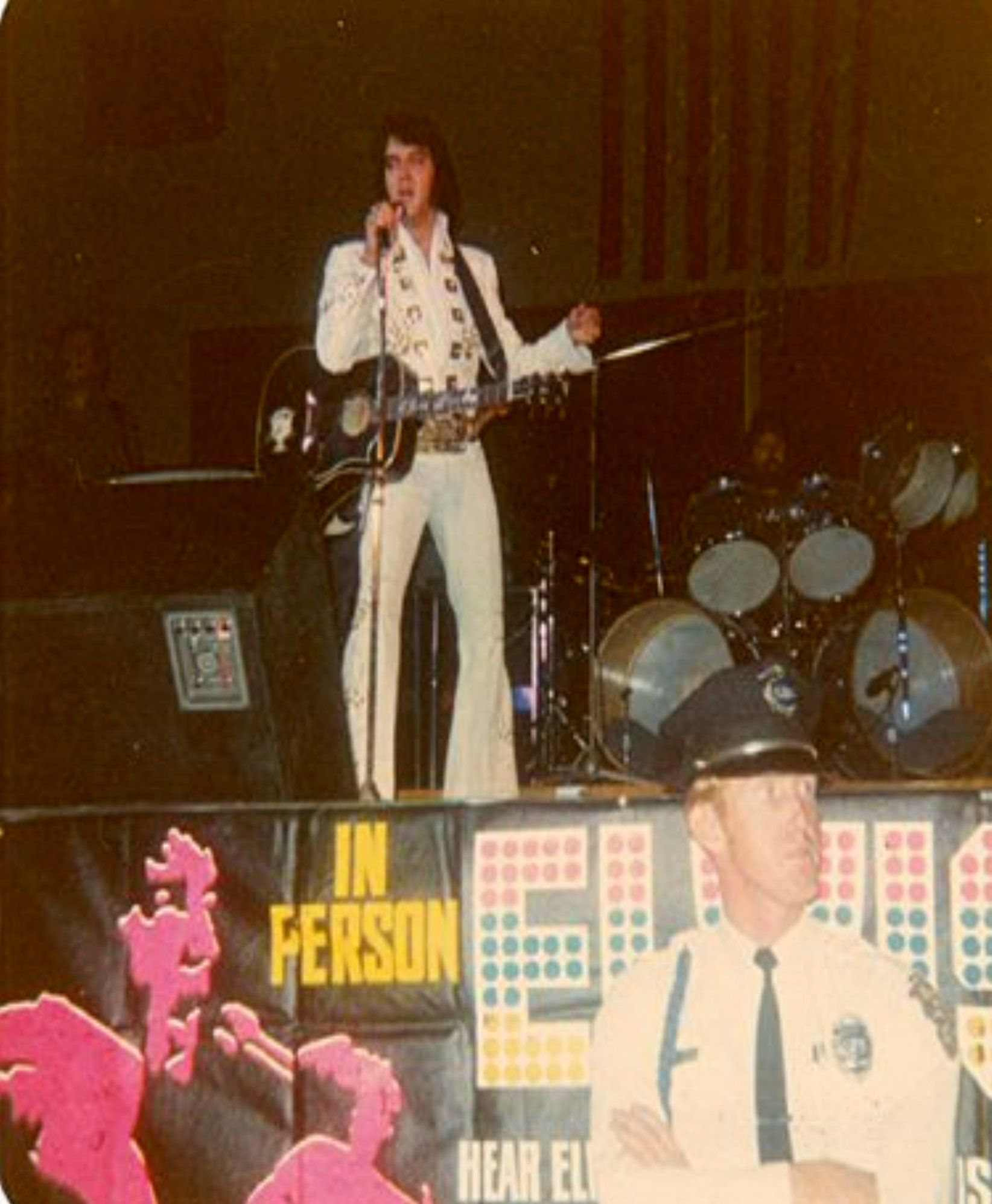 ELVIS LIVE ON STAGE IN TUCSON AZ IN 1972