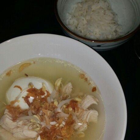 Chickensoup, egg, basmati rice, fried onions, tauge, garlic