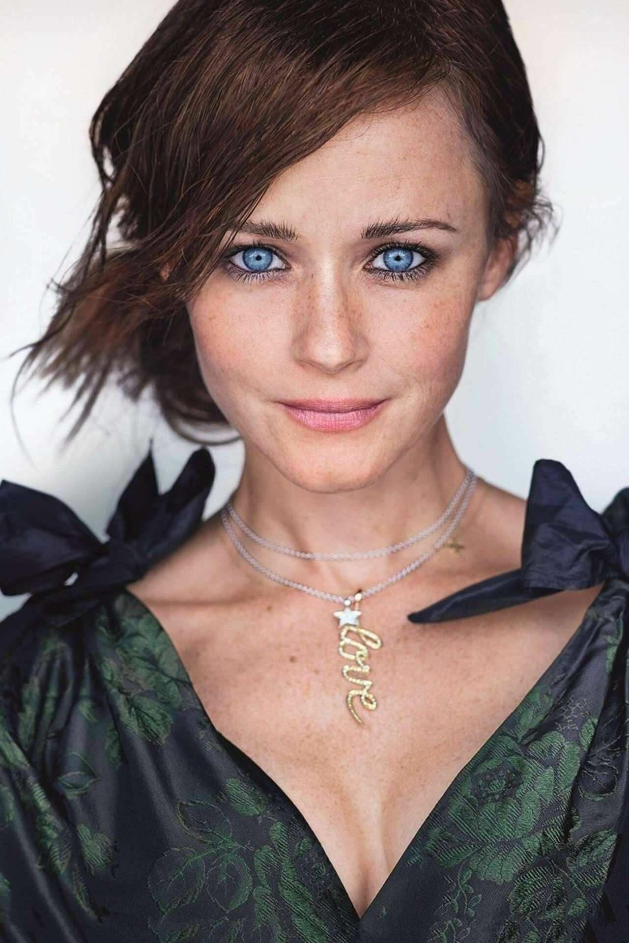 Alexis Bledel American Actress Bledel Alexis Bledel Glamour