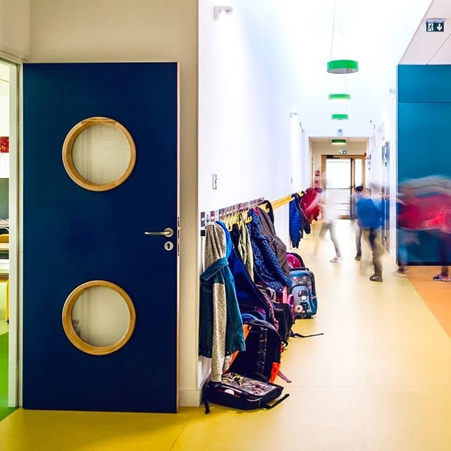 Back to school ! 🎓 #Gerflor #flooring #floors #backtoschool #inspiration #decor Pencils, laughs, notebooks, teddybears, chalks and tears are coming back again in the playgrounds and classrooms on this very special day! This year, don't be afraid of paint stains or dirty shoes : whether at home or at school, all our floors are certified easy to clean 😉 ⚡ We wish every children and their parents a lot of fun during this new school year! 🎒 product reference: linoleum collection