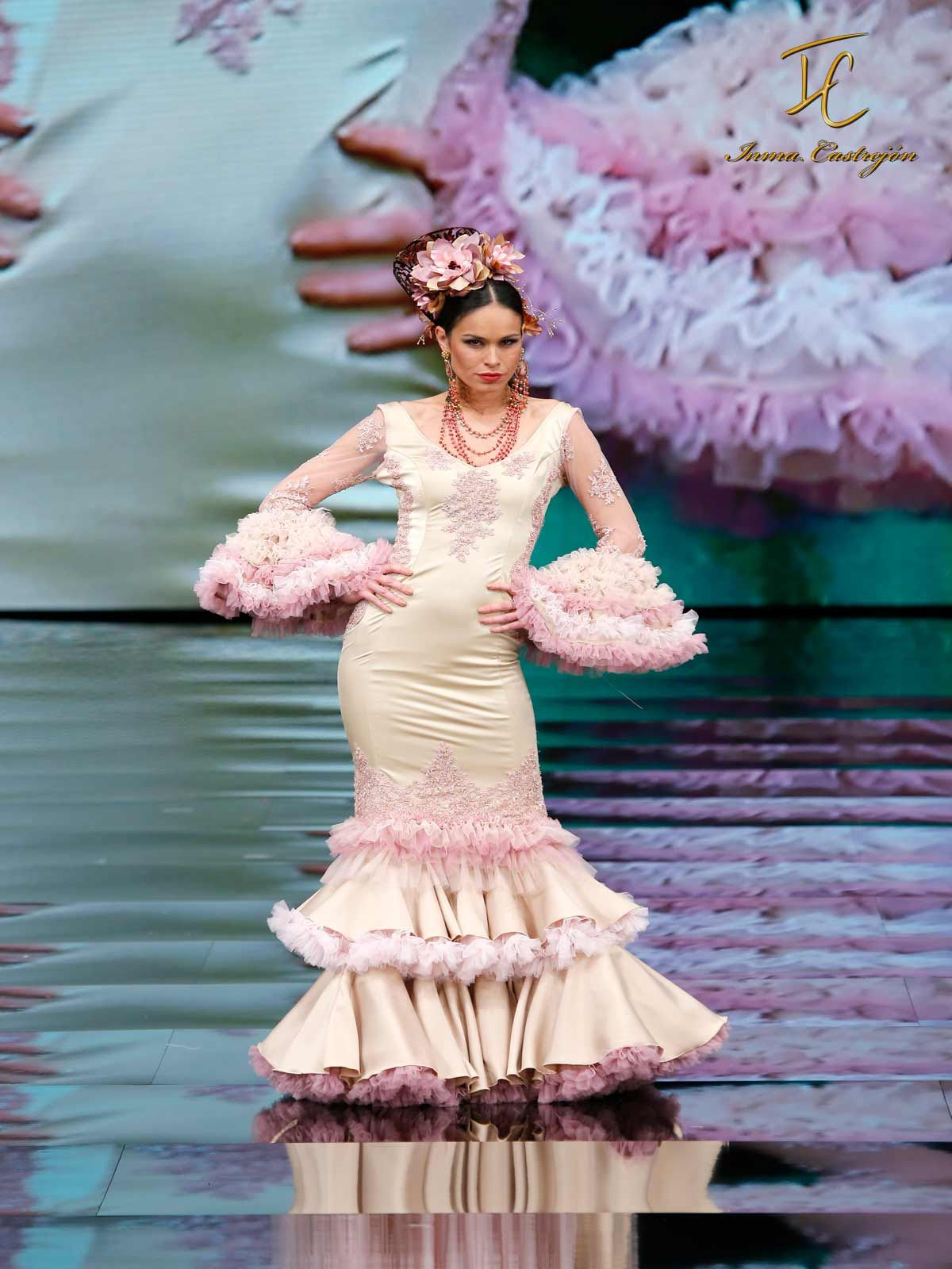 Trajes de Flamenca nuestro diseño en rosa nude y dorado. Disponible en  Tienda Inma Castrejón fbf8a91c3f25