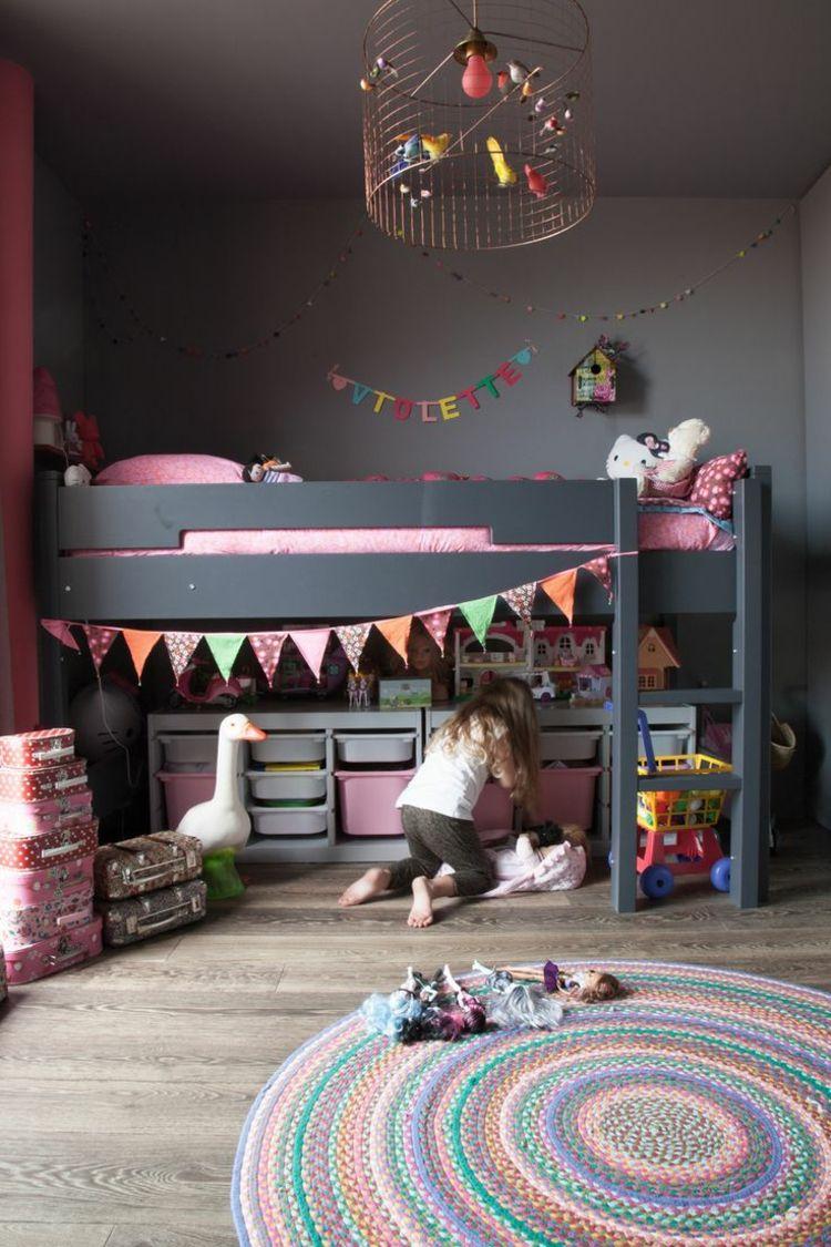 Kinderzimmer Optimal Einrichten Madchenzimmer Hochbett Madchen Koffer Teppich Spielzeug Stauraum Aufbewahrung Kinder Zimmer Hochbett Madchen Kinderzimmer