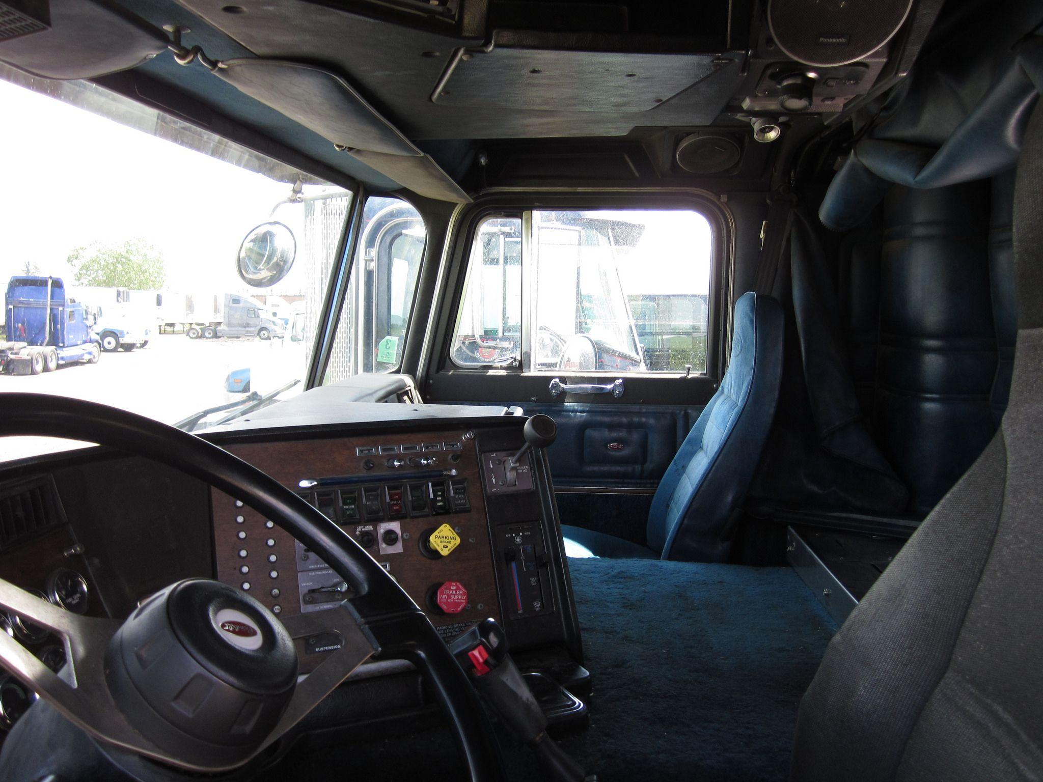 Peterbilt 362 interior