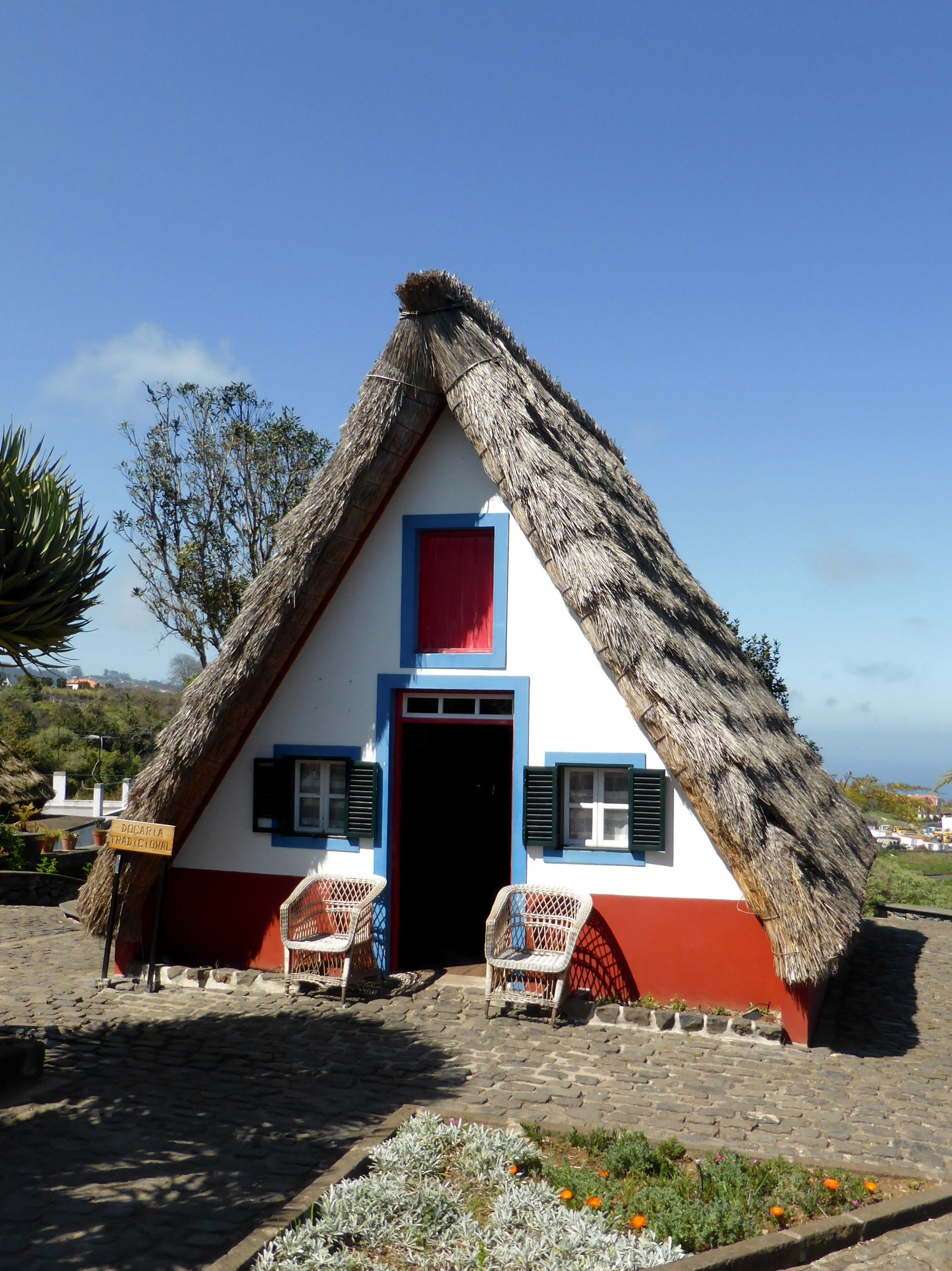 Traditional Triangular Houses With Thatched Roofs In Santana Madeira Island Http Www Freelancersontheroad Com Madeira Tours