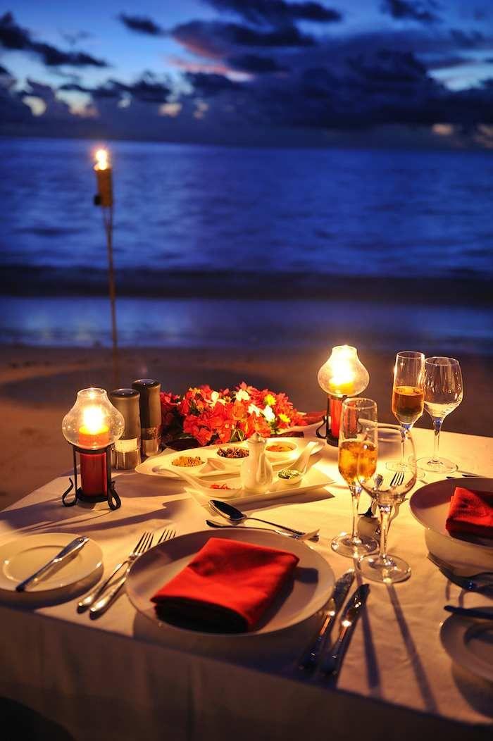 Dinner For 2 In The Maldives Cena En La Playa Decoracion Cena Romantica Lugares Romanticos
