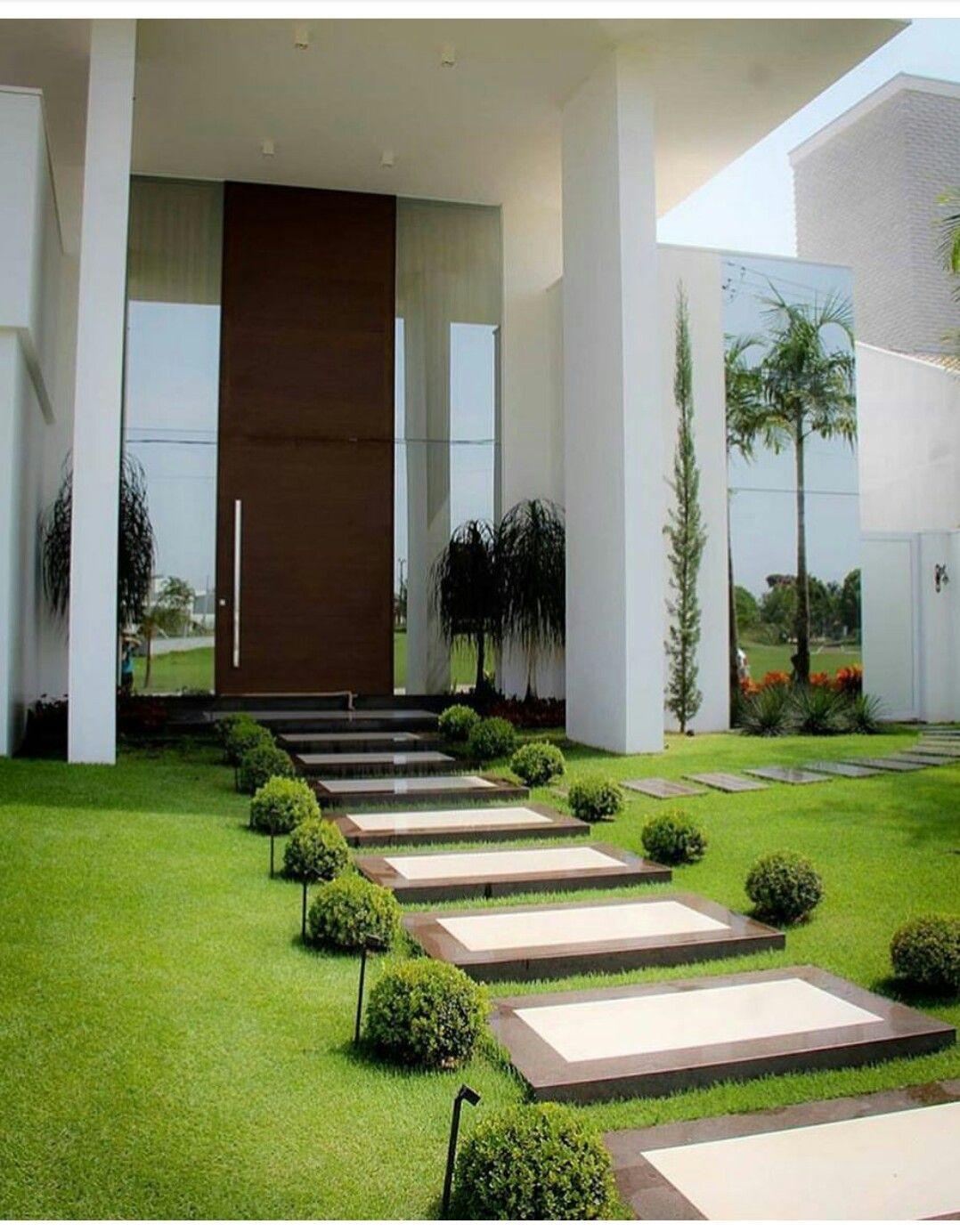 Jard n frontal jardines en 2019 jardins de casas for Jardines interiores de casas modernas