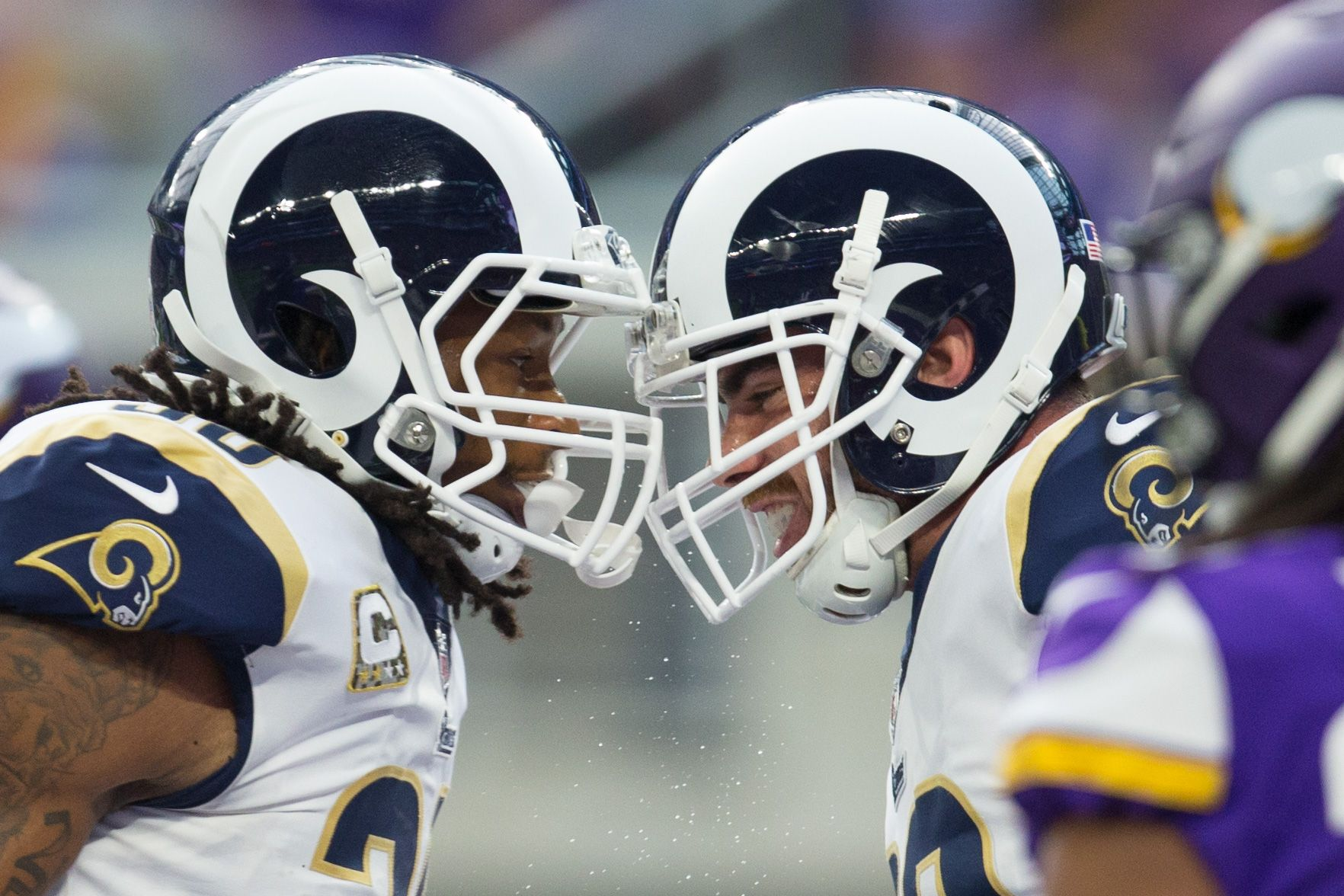 Los Angeles Rams Rb Todd Gurley And Te Tyler Higbee Had To Put Their Heads Together In Week 11 Ap Rosenberg Football Helmets Nfl Football Los Angeles Rams