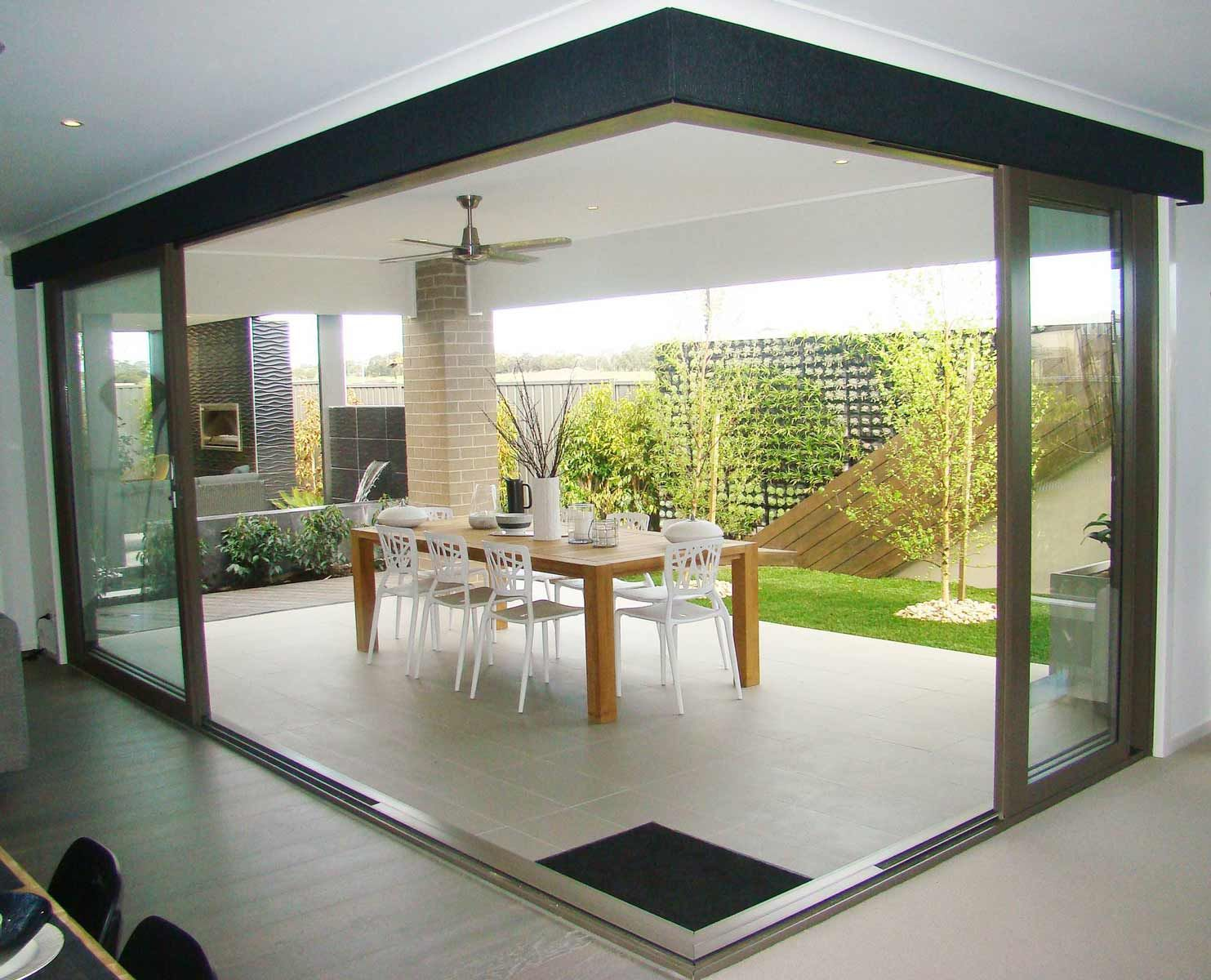 Boutique aluminium corner sliding doors a l windows and for Long sliding glass doors