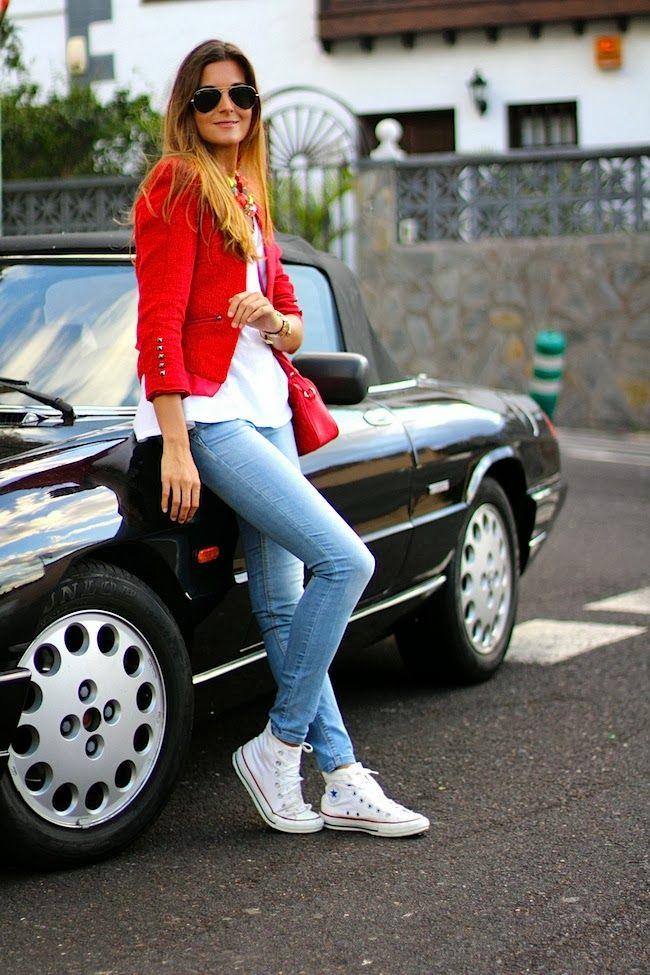 Autocomplacencia Obstinado Consciente de  Marilyn's Closet - FASHION BLOG: Red Jacket | Look con zapatillas blancas,  Jeans y zapatillas, Moda de ropa