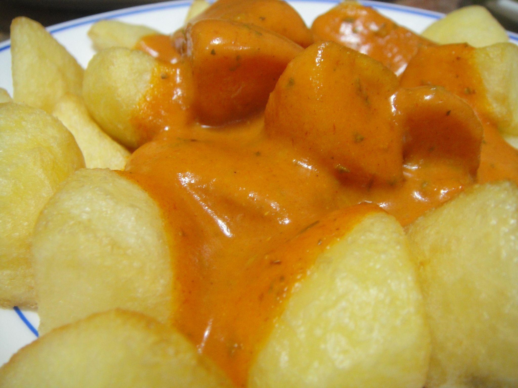 Patatas bravas.