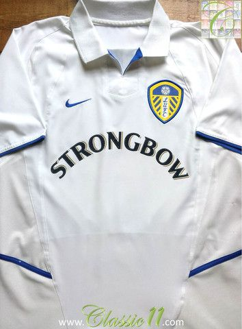 d91b61724 Relive Leeds United s 2002 2003 season with this vintage Nike home football  shirt.