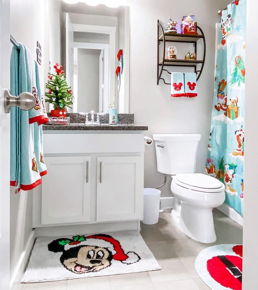 Is It Too Late In The Christmas Season To Decorate My Bathroom Like This Disney Disneychristmas Christmas Bathroom Decor Disney Bathroom Disney Home Decor