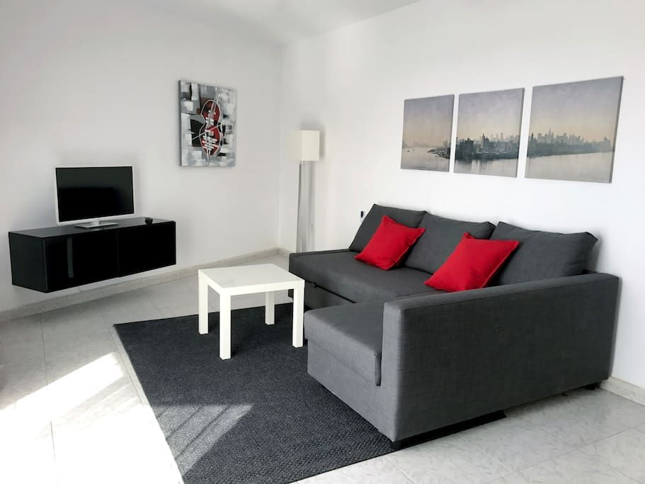 Échale un vistazo a este increíble alojamiento de Airbnb: Tenerife South. Las Americas beach. Sea view WIFI - Apartamentos en alquiler en Arona