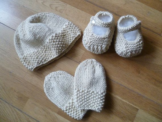 Hand knitted girls Mary Janes , hat and mitts set