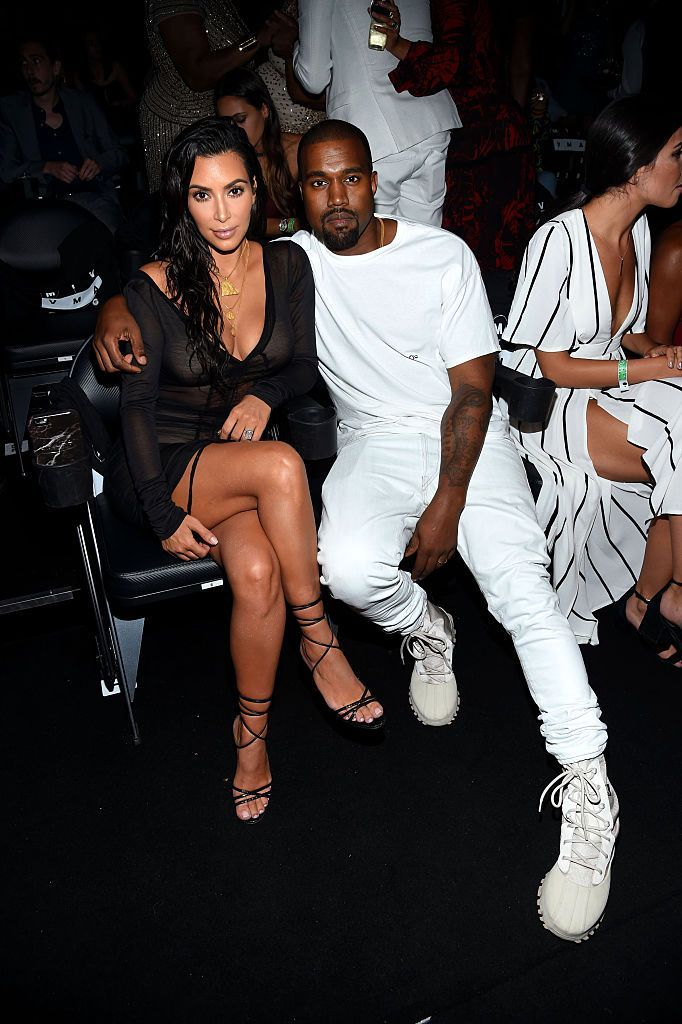 Kim Kardashian And Kanye West Amp Up Pda For Cameras At Mtv Vmas Ignore Each Other Backstage Kim Kardashian And Kanye Kim Kardashian Show Kim And Kanye